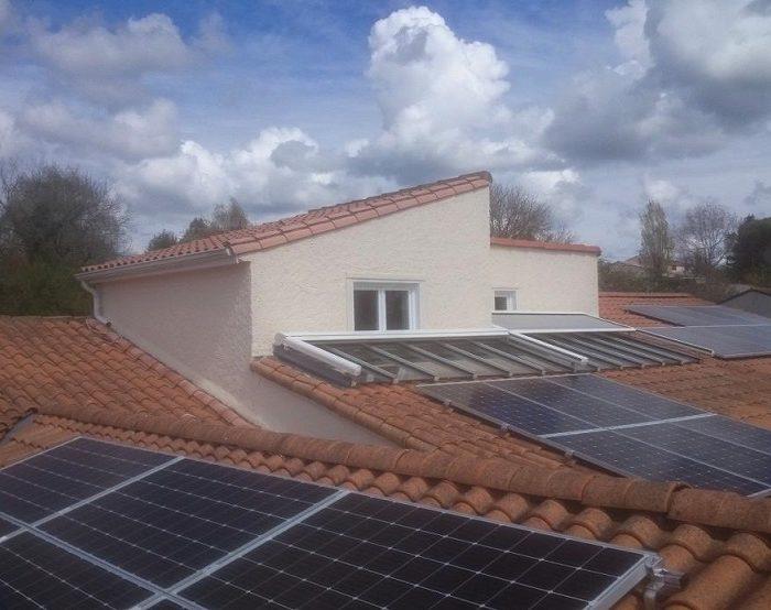 Photovoltaïque en autoconsommation avec stockage et revente de surplus bridée